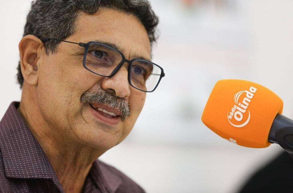 """""""Meu compromisso é com a vida"""", diz João Paulo em sabatina na Rádio Olinda"""