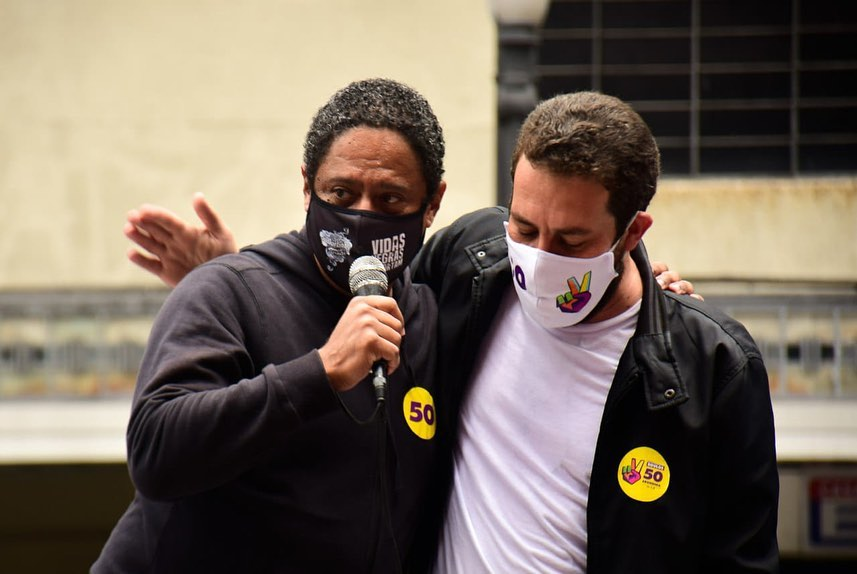Orlando Silva participa de caminhada em apoio a Guilherme Boulos no Mosteiro de São Bento