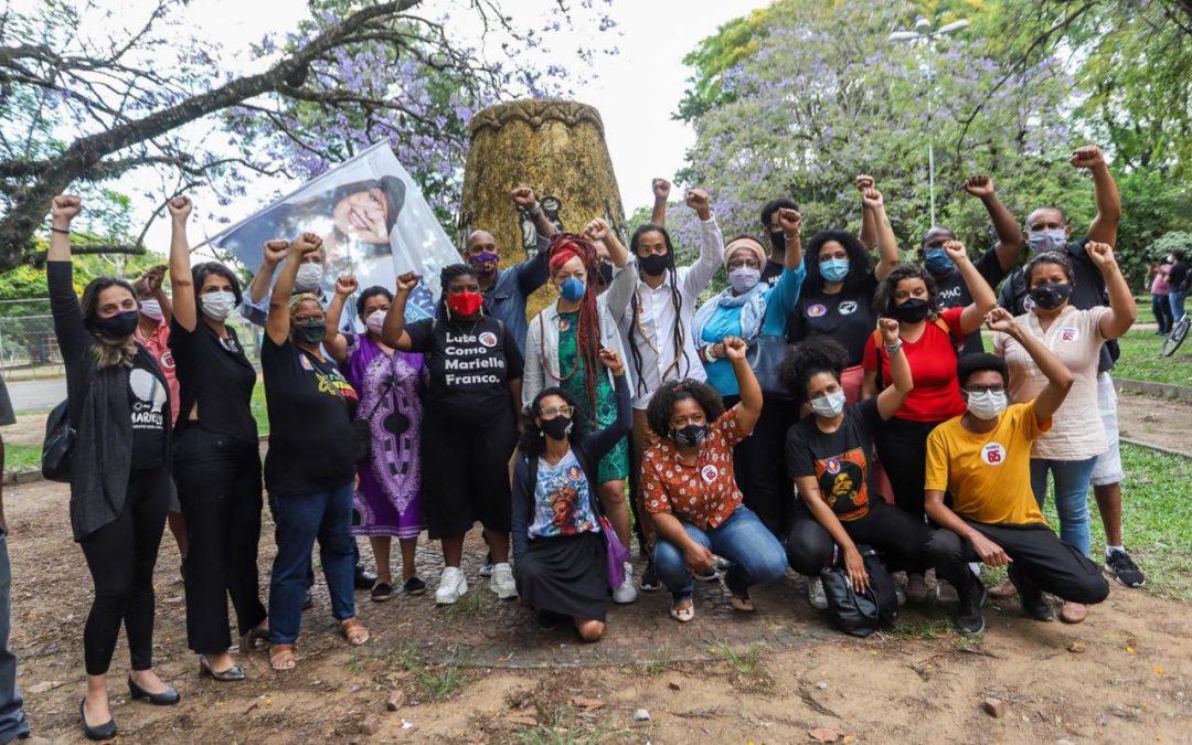 Manuela d'Ávila participa de ato do Dia da Consciência Negra em Porto Alegre