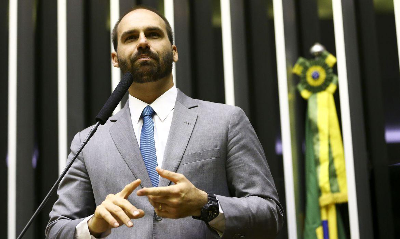 "Twitter adverte Eduardo Bolsonaro por ""informação enganosa"""