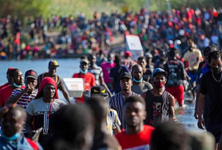 """EUA: deputada Ayanna diz que deportar haitianos é """"injusto e  e cruel"""""""